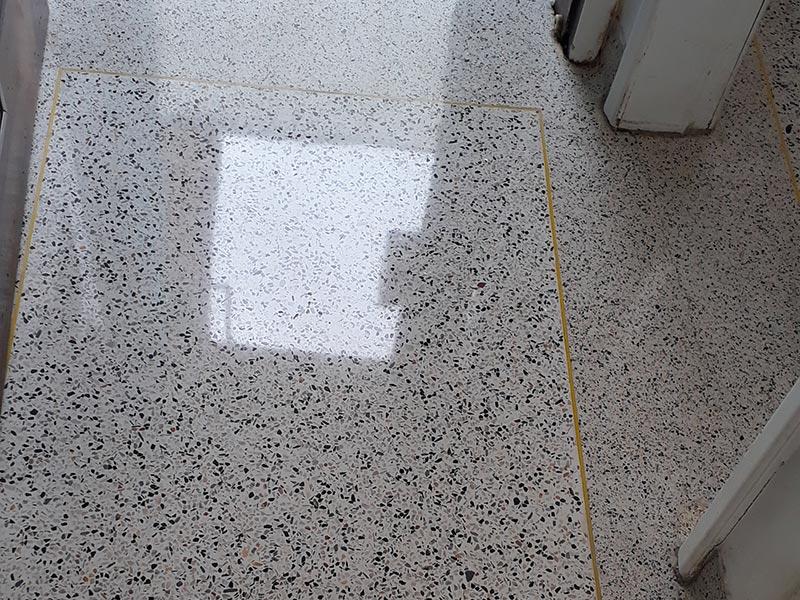 Polimento de granilite